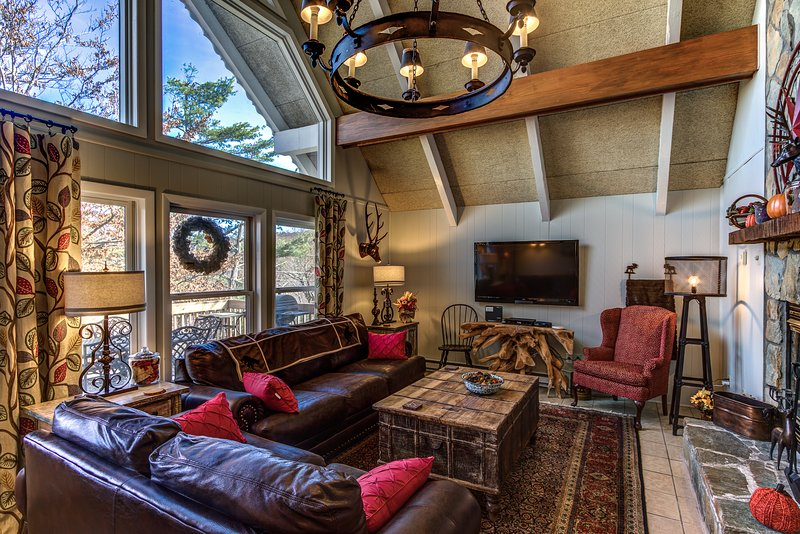 Living room with plenty of seating