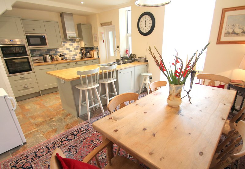 Pip's Corner, Lynton - Spacious cottage for up to 6 guests in the heart of Lynto, holiday rental in Barbrook