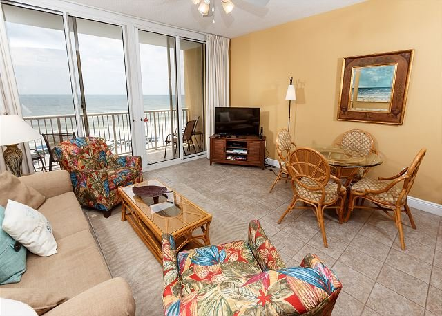 Esta sala de estar frente a la playa ofrece vistas inolvidables de la G