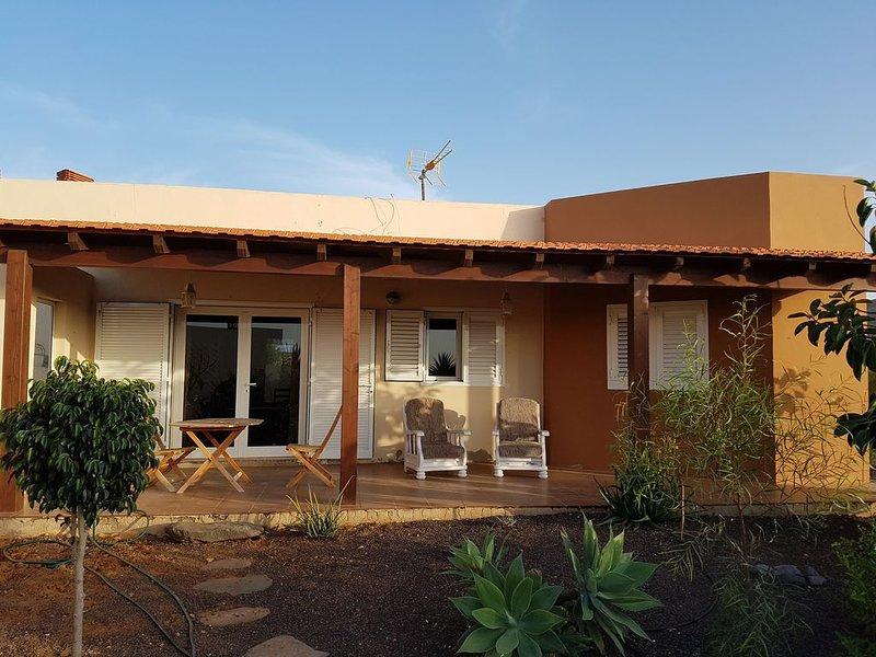 Magnifica Casa de Nico. Rodeada de Olivos. Free WIFI, location de vacances à Triquivijate
