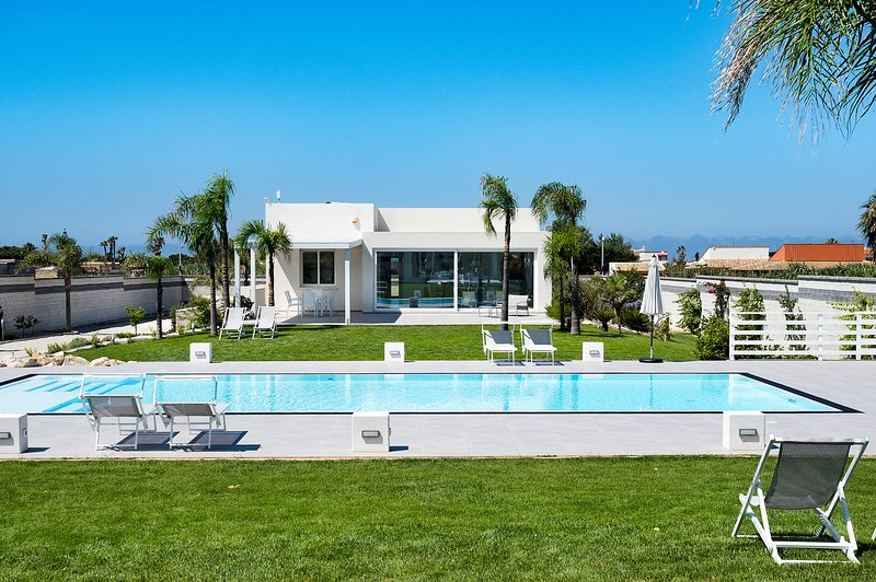 Evanthe Garden - Gaura, vacation rental in Petrosino