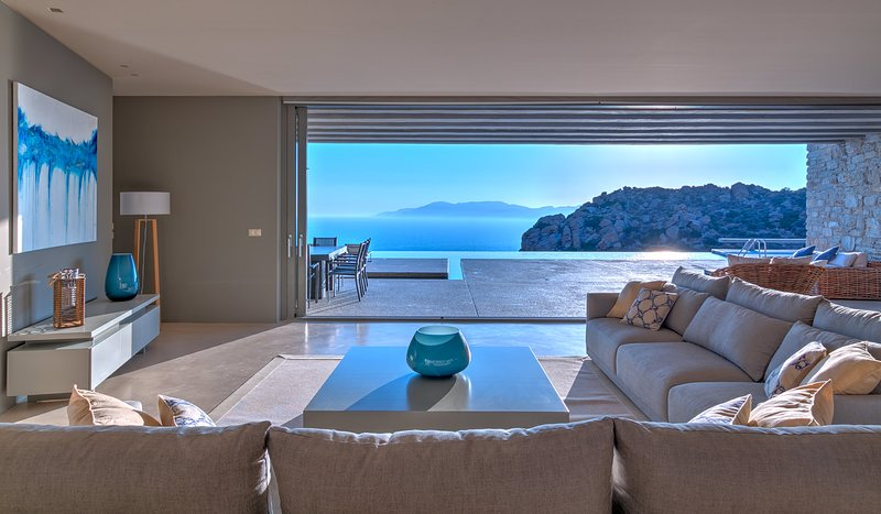 Villa Mylo, 2 Bedrooms Option with Amazing Ocean View, holiday rental in Yialos