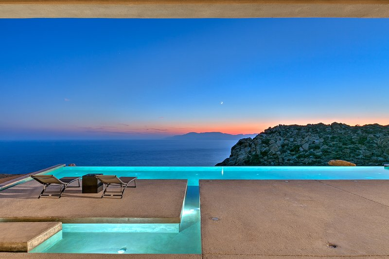 3 Bedrooms Stunning Villa Mylo with Ocean View Free Car, holiday rental in Milopotas