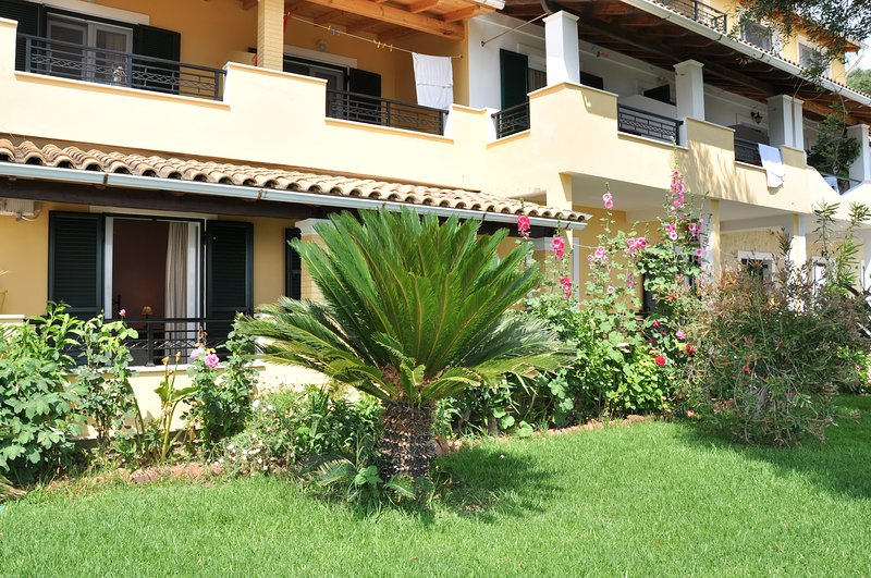 Ground floor Apartment with sea view at Lidovois House in Pelekas Beach,Corfu, vakantiewoning in Pelekas