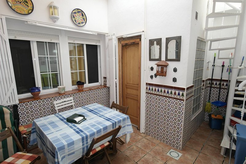 LZ20, Gran casa de pueblo a 200 mt de la playa con patio interior y terraza – semesterbostad i Villajoyosa
