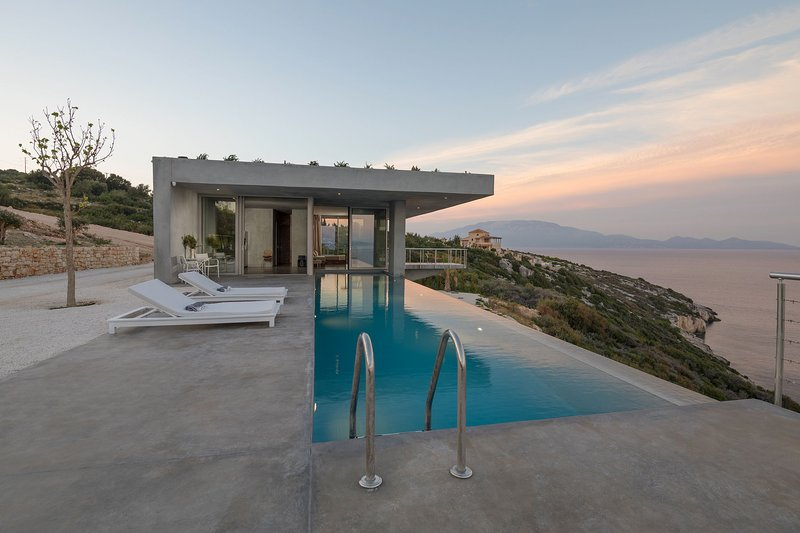 Folia Aetou-Villa with private pool and sea view, vacation rental in Volimes
