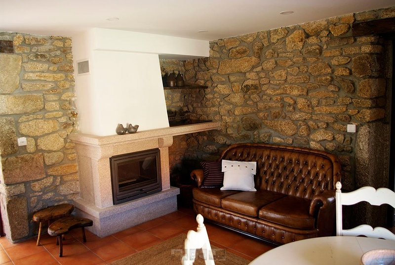 Nice apt with pool access & garden, holiday rental in Urros