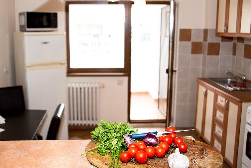 Die Küche hat einen großen Balkon