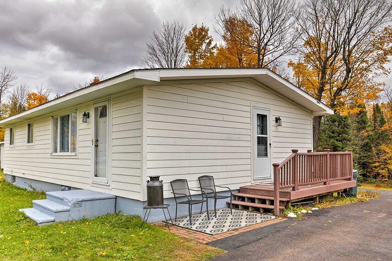 La propiedad cuenta con 3 dormitorios, 1 baño y todas las comodidades del hogar.