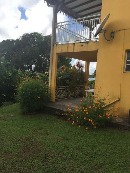 Beautiful studio with garden & Wifi, casa vacanza a Marigot