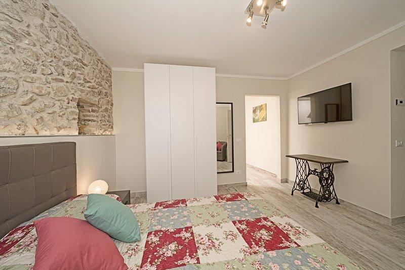Camera 1 - Sogno nel Borgo, holiday rental in Roina