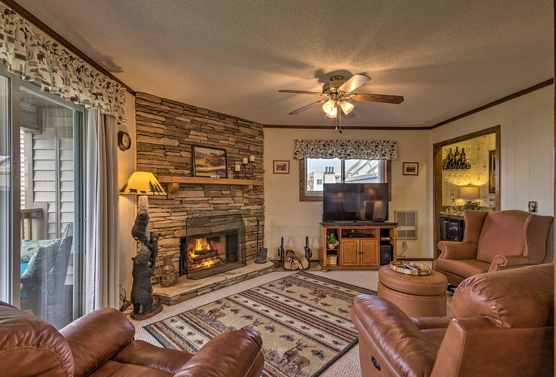 After a day of skiing, unwind in this Beech Mountain vacation rental condo!