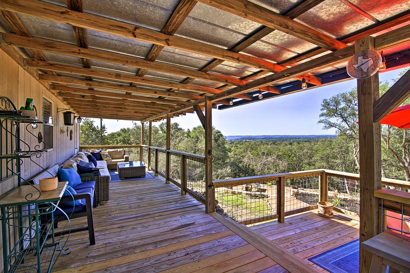 Private Hill Country House w/Deck on 7 Acres!, holiday rental in Sisterdale
