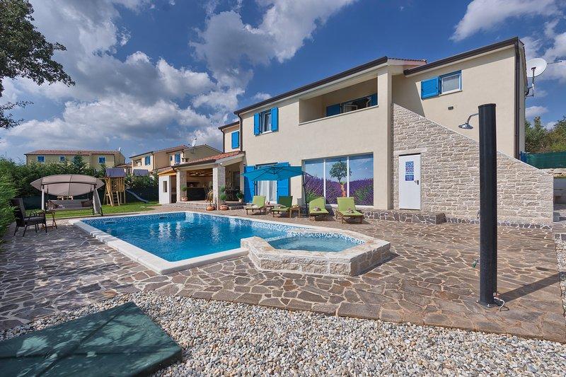 Villa MAXIMUS, holiday rental in Zminj