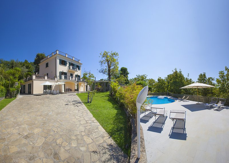 AMORE RENTALS - Villa Il Noce with Private Pool, SPA, Garden, BBQ and Parking, holiday rental in Sant'Agata sui Due Golfi