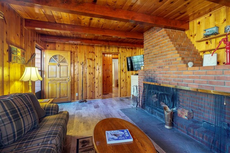 Dog Friendly Cabin With Wood Fireplace Private Hot Tub Close To