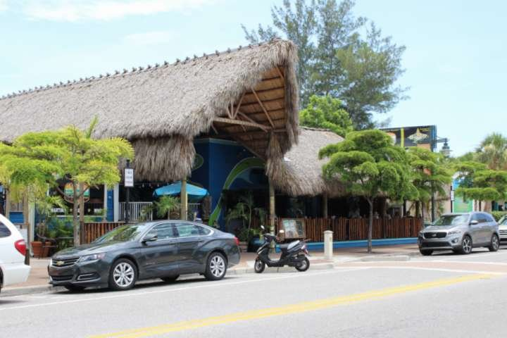 Siesta Key Village has restaurants, bars & coffee shops