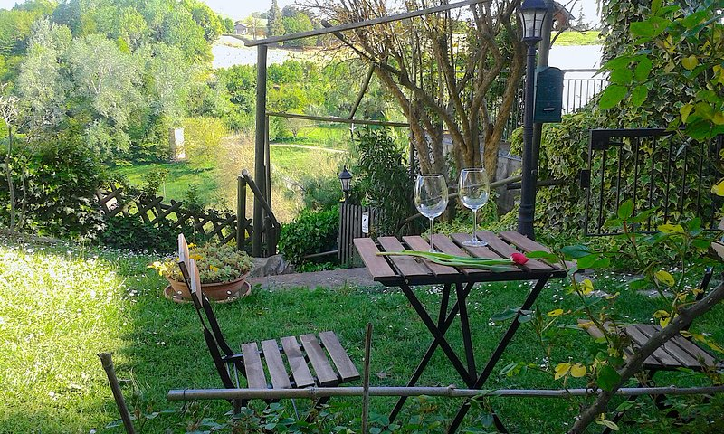 AMAZING LANGHE AND MONFERRATO | House with garden, location de vacances à Pontetto