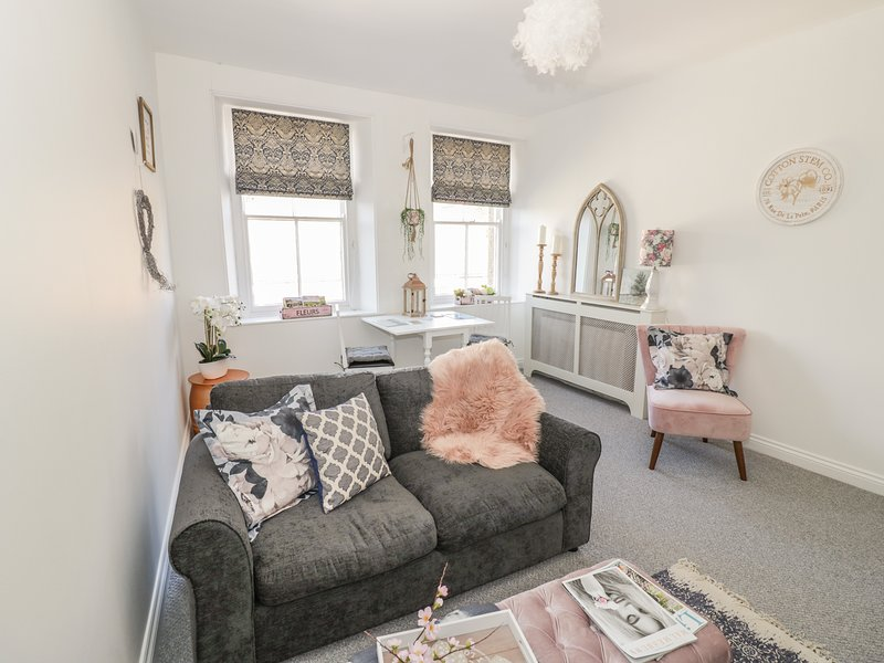 4 GLOUCESTER HOUSE, pet ,WiFi, in Malmesbury, holiday rental in Crudwell