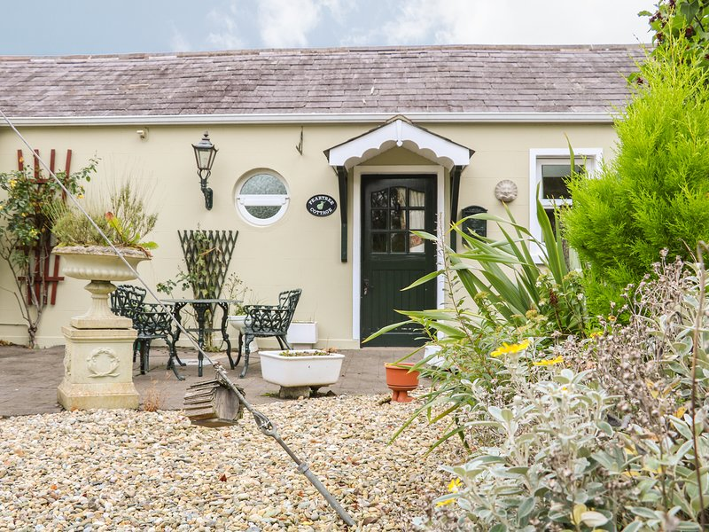 PEAR TREE COTTAGE, 1 bedroom, Countryside views, Electric fire, Lisburn, holiday rental in Portadown