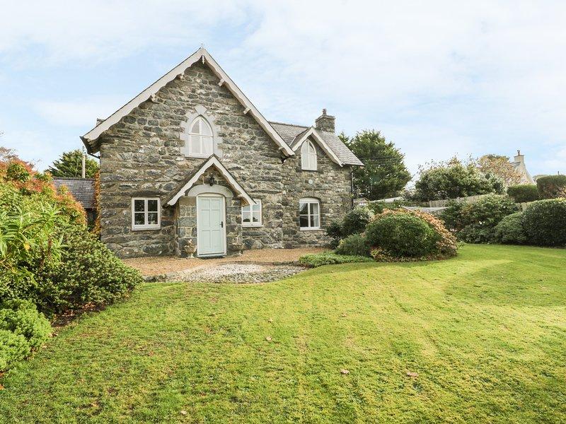 SOUTH LODGE, Woodburning stoves, WiFi, Dog friendly, Dyffryn Ardudwy, vacation rental in Dyffryn Ardudwy
