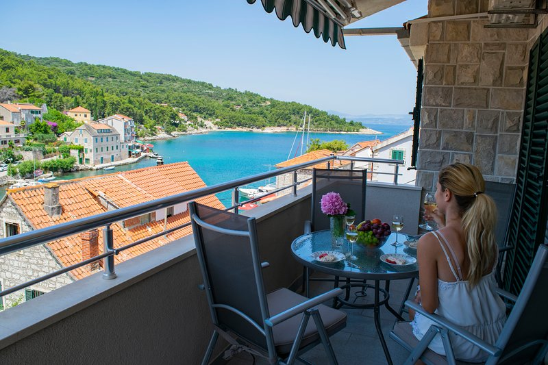 Apartment Linda, location de vacances à Stomorska