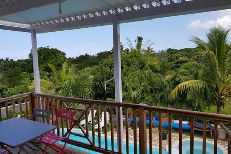 T2 avec accès piscine, climatisé, Sud-Ouest, location de vacances à Le Ouaki