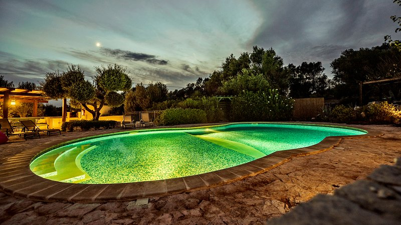 Casa Sofia - swimming-pool by night