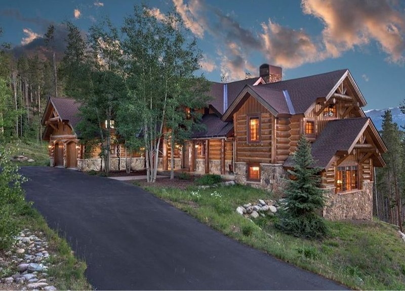 Enjoy Peaceful Seclusion, Stunning Views and Amenities in this Mountain Home, location de vacances à Breckenridge