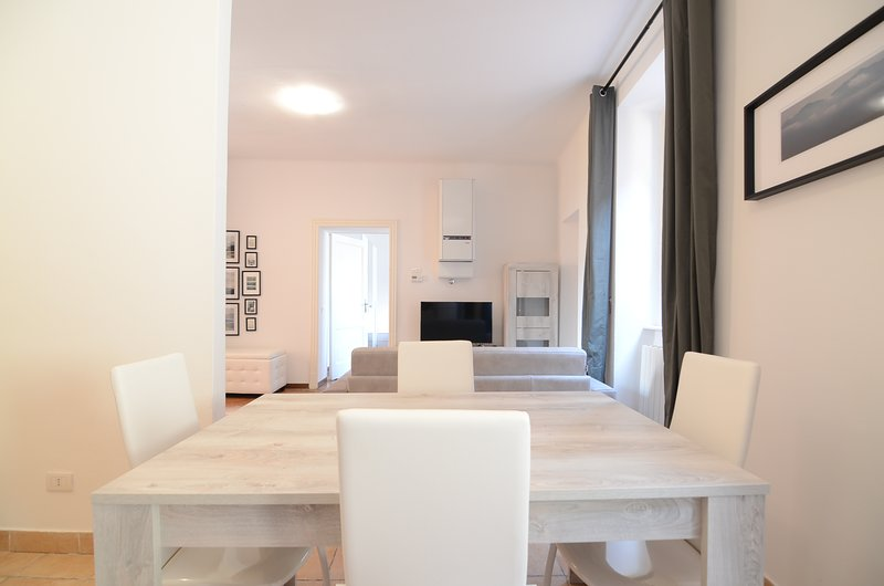HEART 2 -1 bedroom apartment in HEART of BELLAGIO, holiday rental in Bellagio