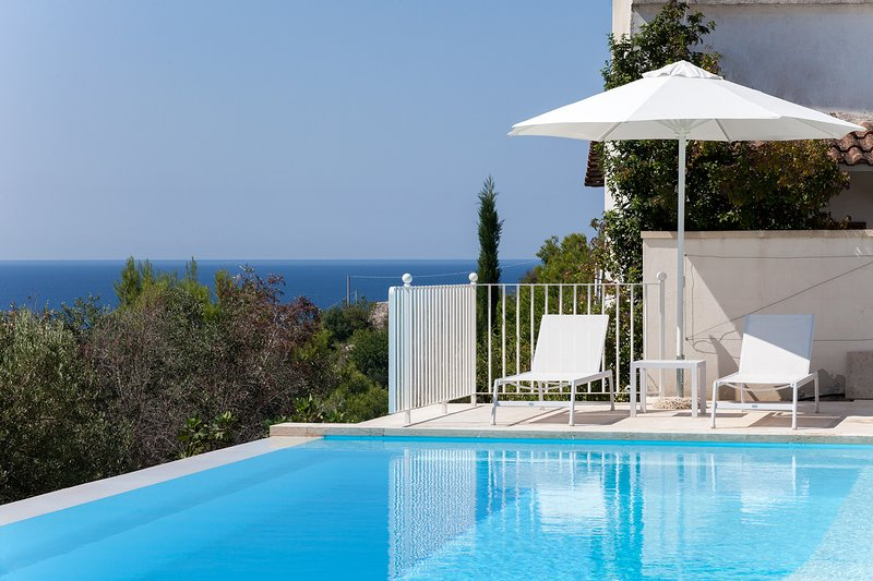 Villa vista mare e piscina con acqua Salata m900, vacation rental in Santa Maria al Bagno