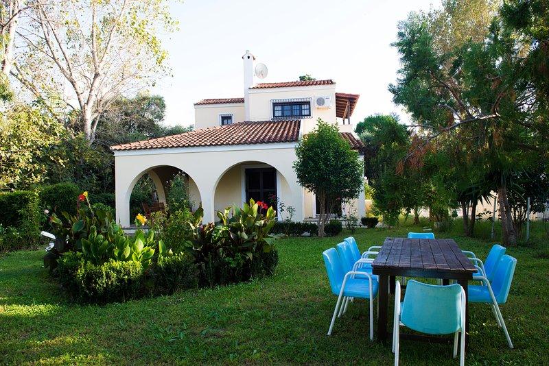 Bella villa con grande giardino