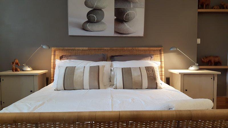 Double bed (160cm) ground floor apartment
