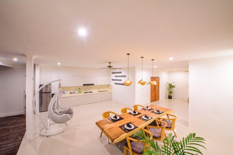 Sala de estar y comedor es área abierta.