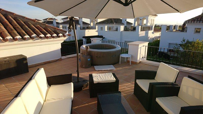 Beautifully furnished 2 bedroom villa on La Torre Golf Resort – semesterbostad i Murcia