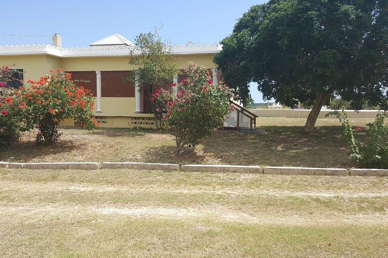 Sandune Cottages # 2 - 2 bedrooms, sleeps 4, holiday rental in Alligator Pond