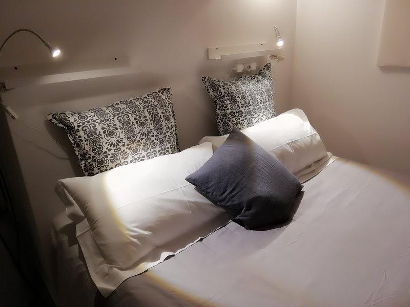 Nereo Design Apartment, al mare con stile, location de vacances à Acitrezza