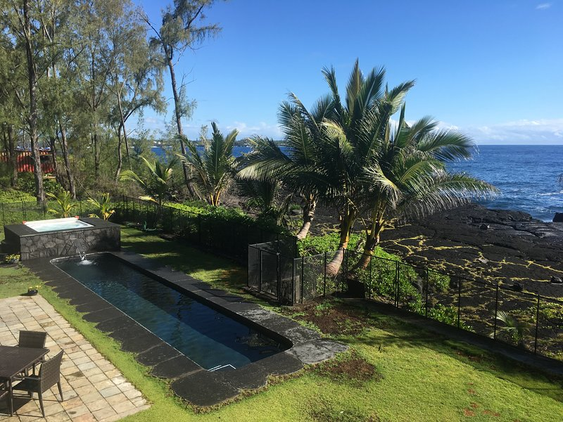 Oceanfront Luxury, Private Pool and Hot Tub, holiday rental in Keaau
