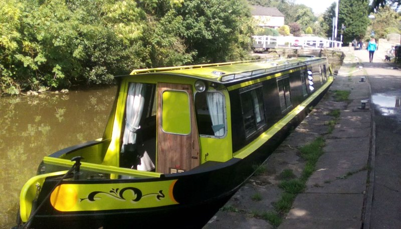NarrowBoat Ellis Belle on the Historic and Stunning Leeds Liverpool Canal, holiday rental in Elslack