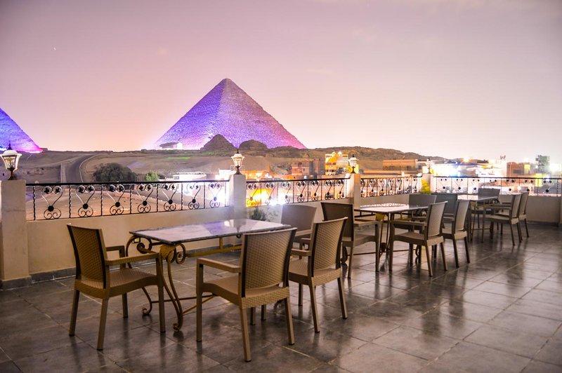 Egypt Pyramids Inn - Family Room, holiday rental in Kafrat al Jabal