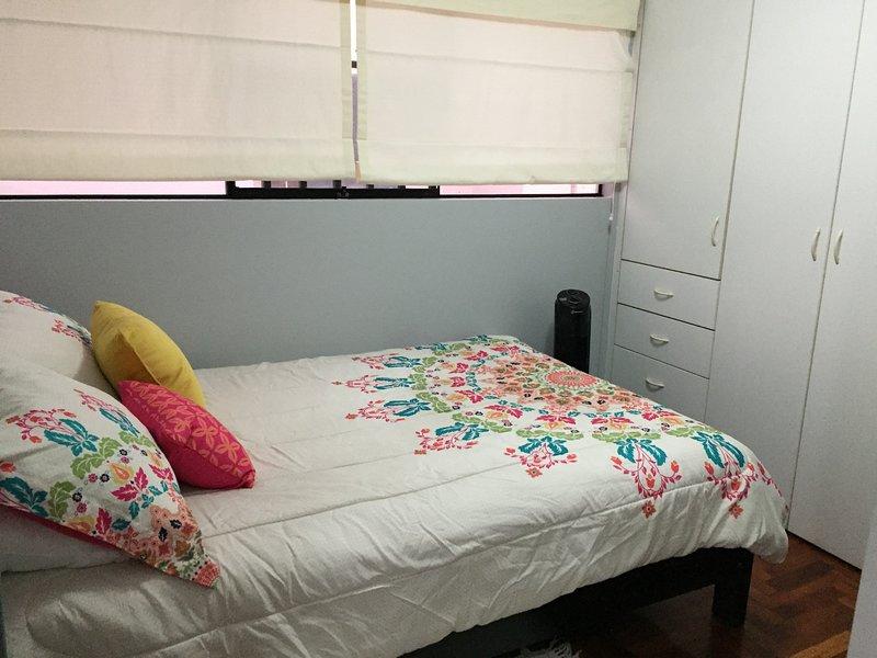 3er dormitorio con cama matrimonial.