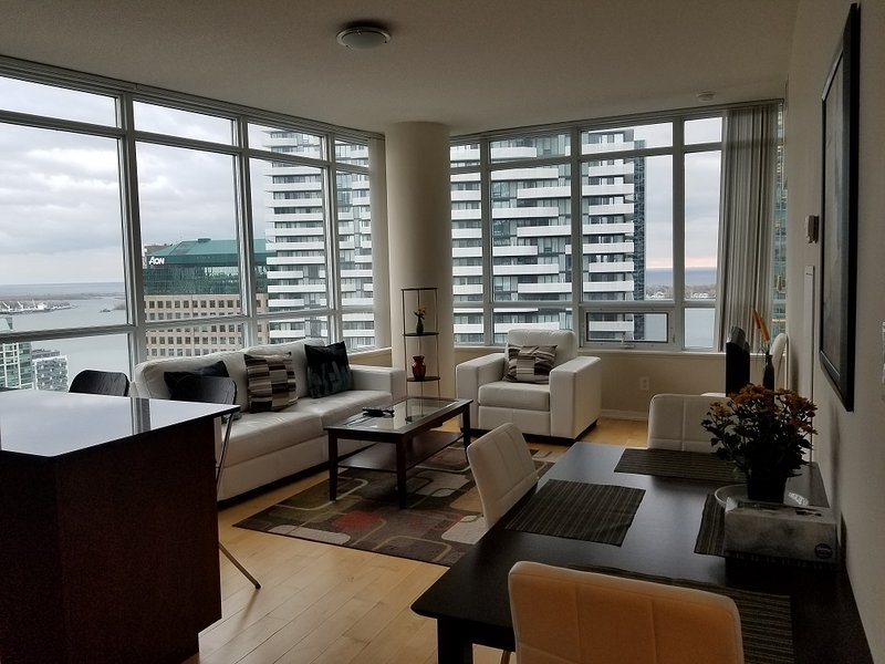 2 Bedroom Downtown next to Union & Harbour, holiday rental in Toronto