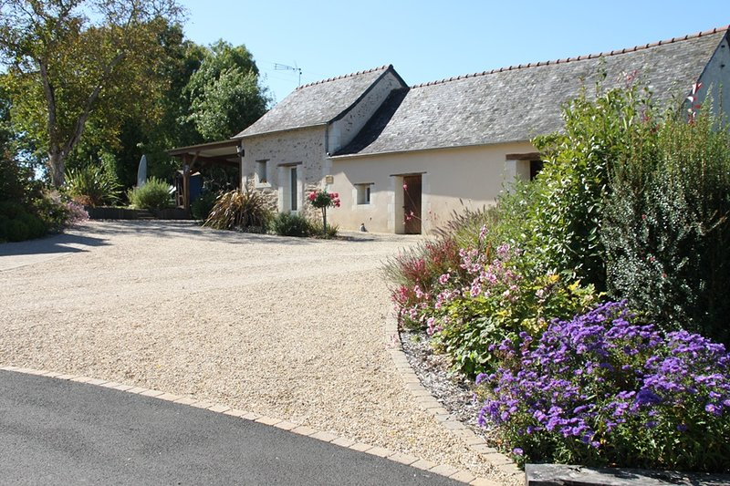 Gite la chevalerie rural avec piscine en Anjou, holiday rental in Grez Neuville