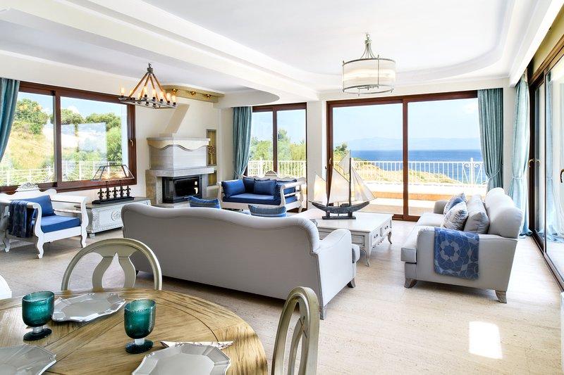 Deluxe Villa | Private Pool [Villa D'Oro], location de vacances à Paliouri