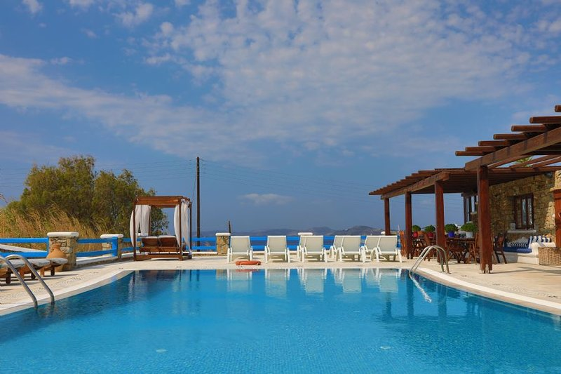 Maganos Ennea:Traditional one bedroom apt, for 2 persons, enjoys a shared pool, vacation rental in Paraga