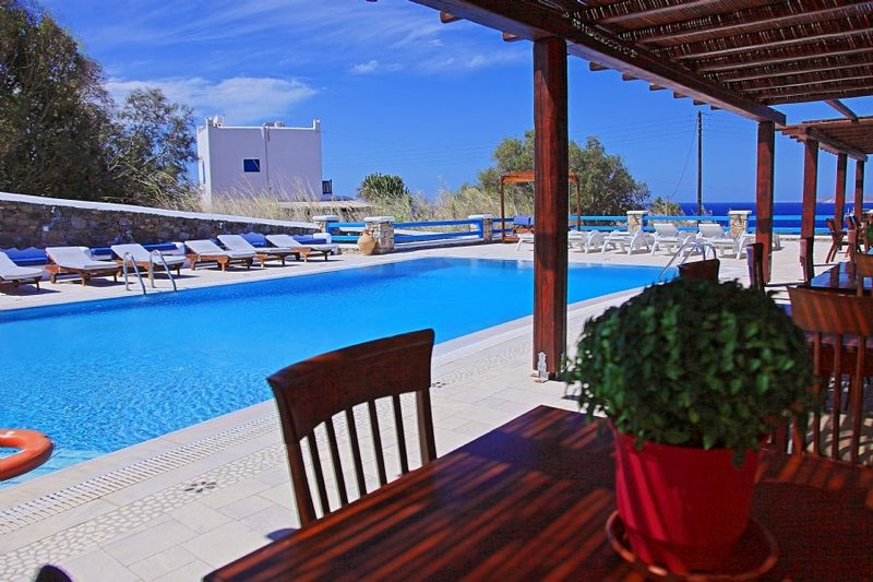 Maganos Octo : Traditional one bedroom apt, for 2 persons, enjoys a shared, vacation rental in Paraga