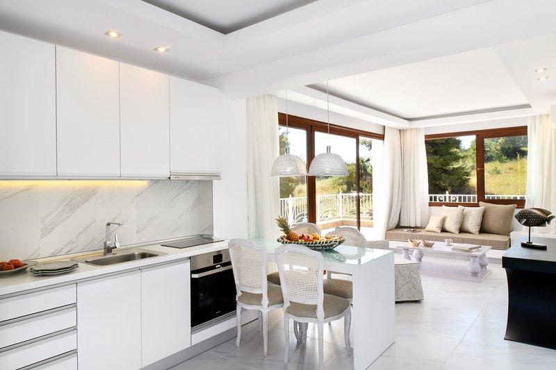 Premium Suite | Private Pool [Villa D'Oro], location de vacances à Paliouri