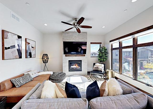 Mountain-View Condo w/ Balconies, Pool & Hot Tub - Walk to Cabriolet Gondola!, vacation rental in Park City
