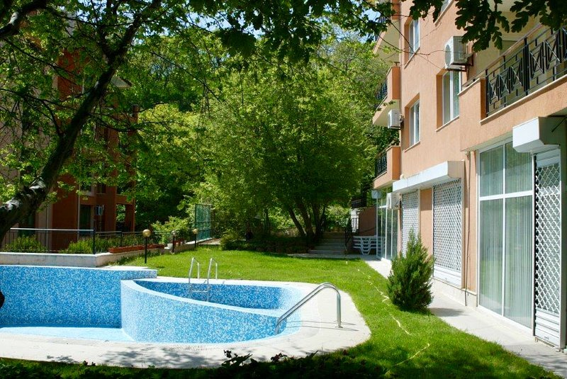 Private Apartment in Golden sands with swimming pool, casa vacanza a Kranevo