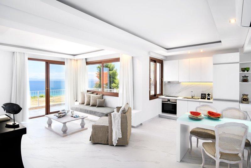 Elegant Suite | Sea View [Villa D'Oro], location de vacances à Paliouri